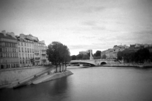 Parisbridgeholga_2